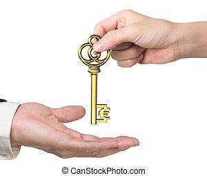 Frau Hand geben Euro-Schild-Schlüssel an die Hand der Menschen.