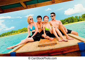 Freunde auf dem Boot.
