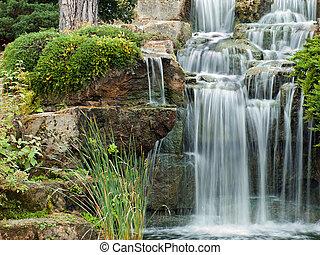 Friedlicher Wasserfall