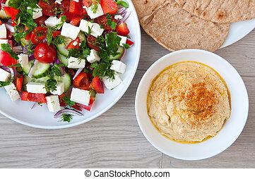 Frisch gemachter griechischer Salat