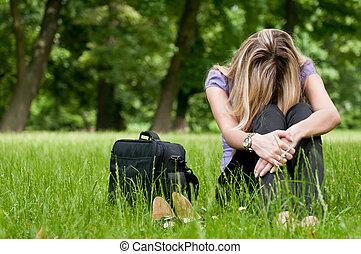 Frustration - junge Frau draußen