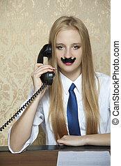 Geschäftsfrau am Telefon.