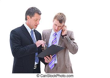 Geschäftsleute diskutieren.