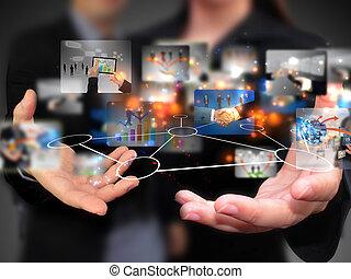 Geschäftsleute mit sozialen Medien.