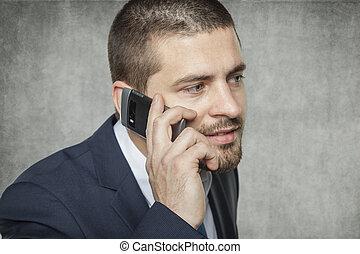 Geschäftsmann am Telefon.