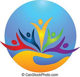 Glückliche Menschen schützen das Logo des Lebens