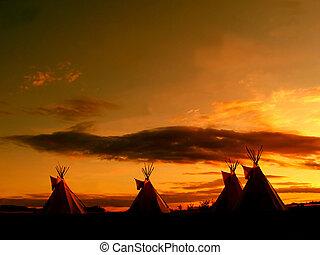 Großer Teepee Sonnenuntergang.