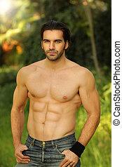 guten, mann, modell, porträt, draußen, anfall, shirtless, schauen