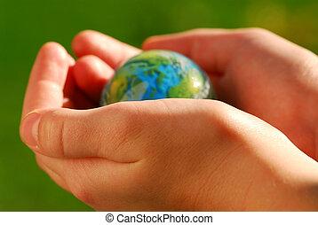 Hände auf den Globus