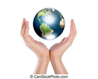 Hände mit der Erde (Elemente dieses von der NASA eingerichteten Bildes)