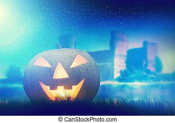 Halloween Kürbis glühend in dunklen, trüben Landschaften mit gotischen Burg und Mond