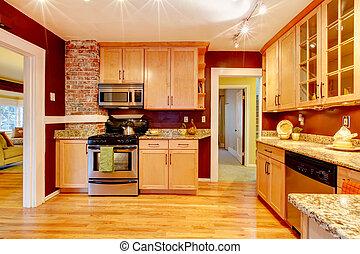Helles Küchenzimmer mit Ziegelwand.