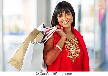 Indische Frau einkaufen.