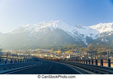Innsbruck Österreich - Architektur und Natur Hintergrund.