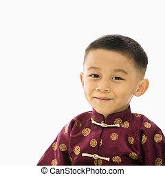 Junge im asiatischen Kostüm.