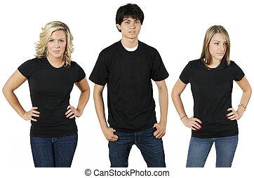 Junge Leute mit leeren Hemden