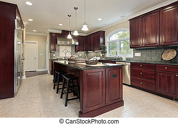 Küche mit Kirschholzschrank.