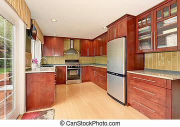 Küchenraum mit modernen braunen Schränken und hellem Holzfußboden