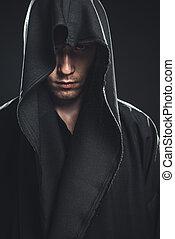 kerl, schwarze robe