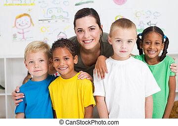 Kinder und Lehrer
