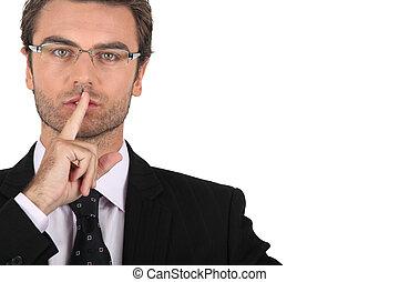 Kluger Mann, der um Schweigen bittet