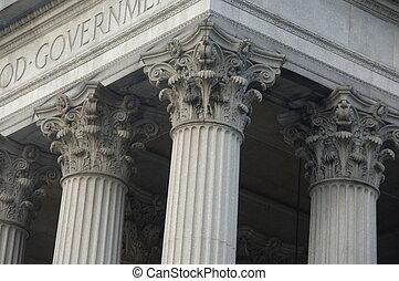 Korinthianische Säulen auf einem Regierungsgebäude