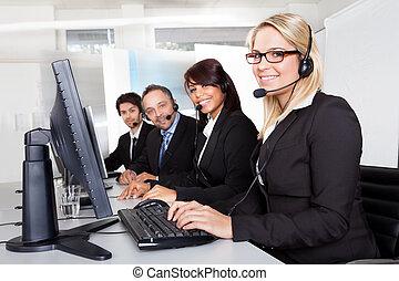 Kundendienst unterstützt Menschen