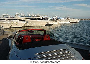 Luxusauto und Jacht