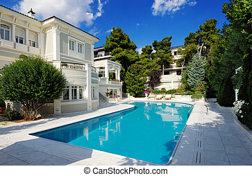 Luxusvilla mit Swimmingpool.