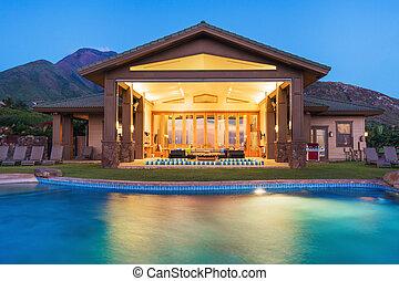 Luxuswohnung mit Schwimmbad.