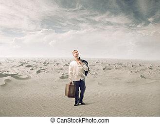 Müdeer Mann mit Gepäck