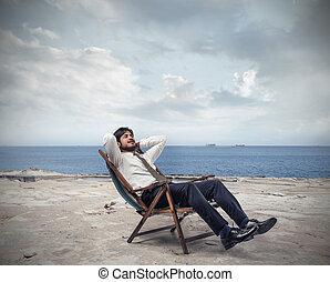 Mann auf Stuhl.