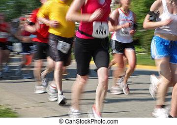 Marathon (in Kamerabewegung verschwommen) Läufernummern waren Chang