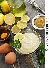 Mayonnaise mit Olivenöl und Zitrone.