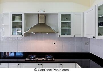 Moderne, weiße, saubere Küche.