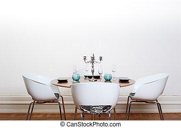 Moderner Speisesaal - runder Tisch.