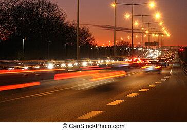 Nachts Autos mit Bewegungsmix