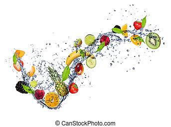 Obst in Wasserspritzer, isoliert auf weißem Hintergrund