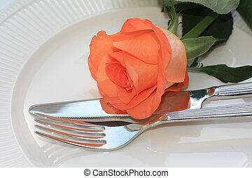 Orange Rose auf Besteck, Einladung zum Abendessen