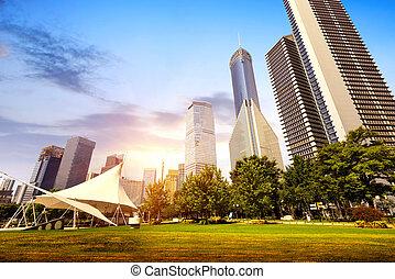 Parks und moderne Architektur.