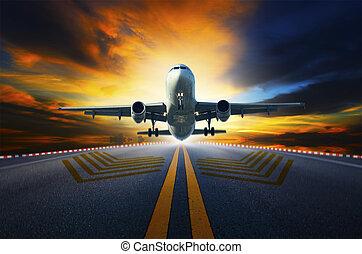 Passagierflugzeug bereit zum Start von Flughafen-Laufbahnen W.