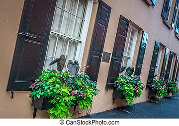 Rainbow Reihe Street in Charleston South Carolina Landschaft und historische Architektur.