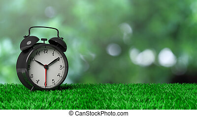 Retro-Alarmuhr auf Gras mit abstraktem, grünem Background.