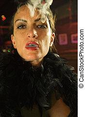Retro-Frau, die raucht.