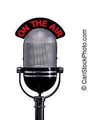 Retro-Mikrofon mit dem Luftschild aus