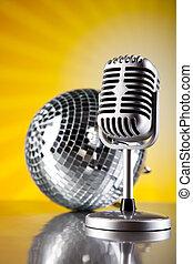 Retro-Stil-Mikrofon, Musik-Hintergrund, Musik gesättigtes Konzept.