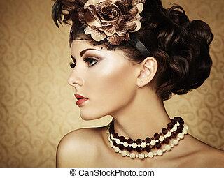 Retroporträt einer schönen Frau. Vintage-Stil