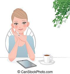 Schöne Frau mit Tafelcomputer im Café
