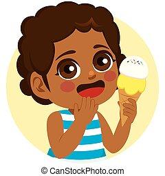 Schwarzes Mädchen, süßes Eis.
