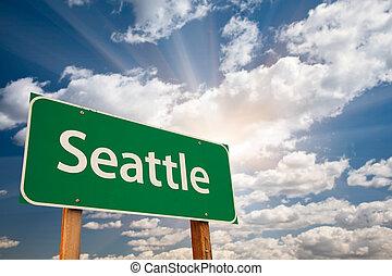 Seattle Green Road Schild über Wolken.